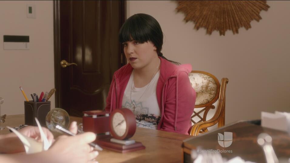 Regina Orozco se fracturó el pie mientras grababa 'Su nombre era Dolores...