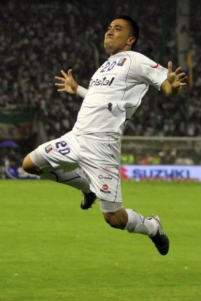El jugador Fernando Uribe celebra su gol, el segundo del Caldas en el 3-...