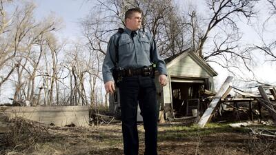 Un policía en zonas rurales de Kansas, donde buscan este tipo de instala...