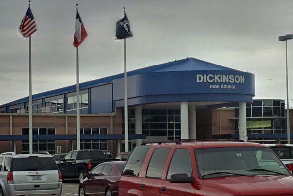 La Preparatoria Dickinson recibió una amenaza en Facebook por lo...