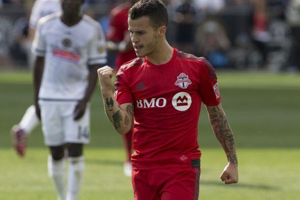 SEBASTIAN GIOVINCO (MED) | Su golazo de tiro libre le dio a Toronto FC u...