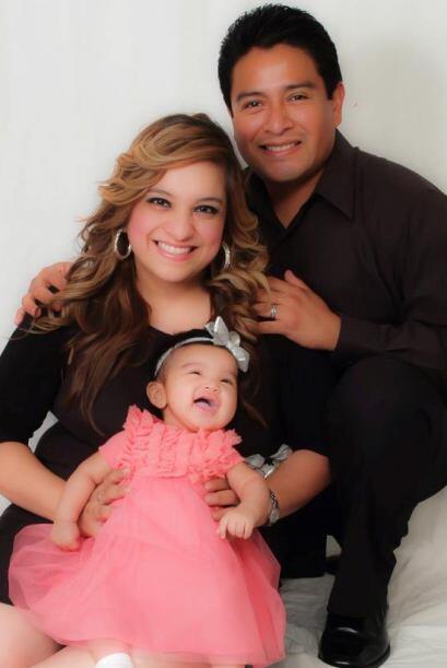 Una bella foto de Karla, Isabella y Moisés.