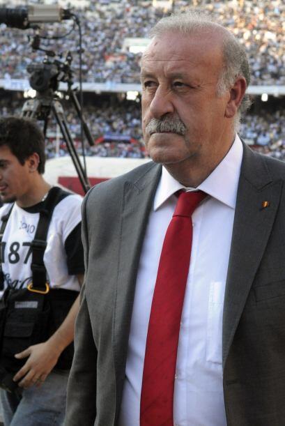 Resignación en el rostro del técnico Vicente del Bosque, su equipo fue g...