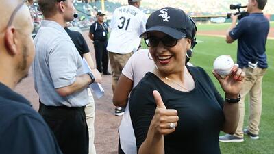 Gran lanzamiento de Vicky Aguilera en el juego de los White Sox
