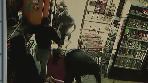 Captan en video a seis hombres armados que asaltaron una carnicería en e...
