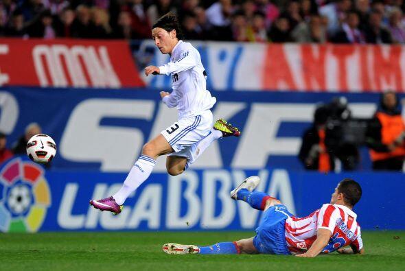 Mesut Özil enmudeció al Vicente Calderón con la segunda anotación.