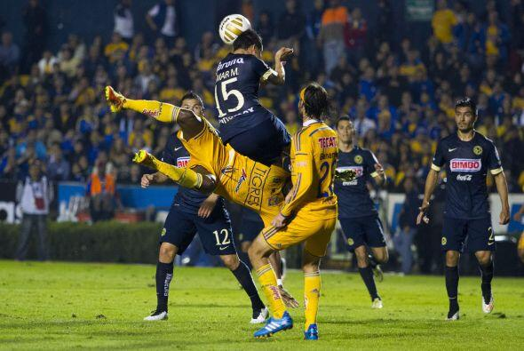 El conjunto local creó buenas jugada a la ofensiva, como cuando Guerrón...
