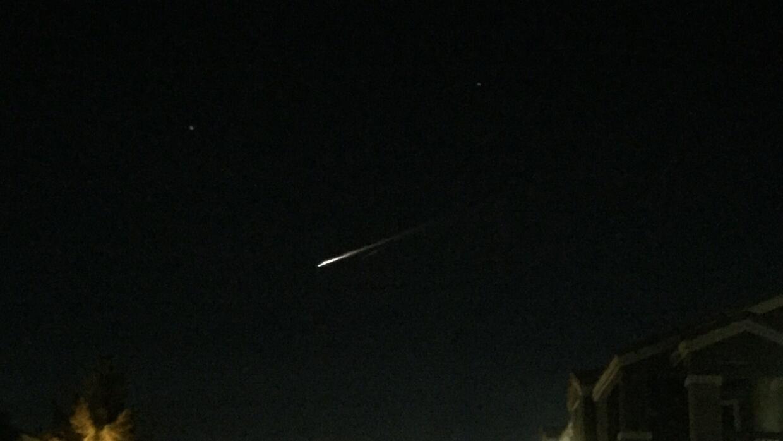 Es un meteoro, no es un ovni. Una bola de fuego que cruzó los cielos en...