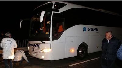 El camión del equipo turco fue registrado por una amenaza de bomba.