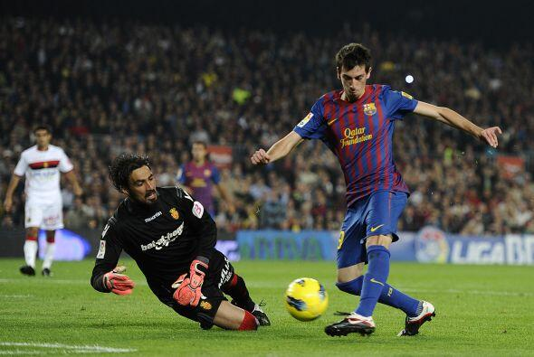 Cuenca eludió al portero con un regate de puro talento, y empujó la pelo...