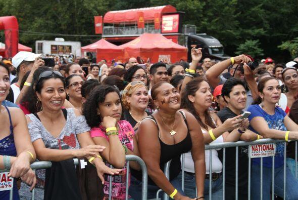 Los Rosario en El Latin Grammy® Street Party d2c97666f2324961a5f4623c6df...