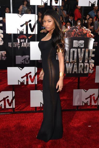 Nicki Minaj presumió sus curvas con este entallado vestido.  Mira aquí l...