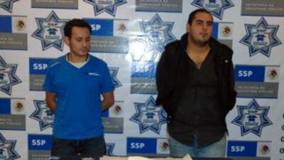 Dos mexicanos fueron detenidos en el Aeropuerto del DF por traer 89 cáps...