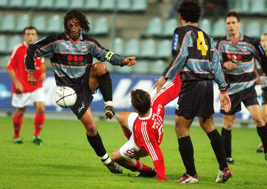 Lesiones insólitas de futbolistas al celebrar un gol ap-02100901140.jpg
