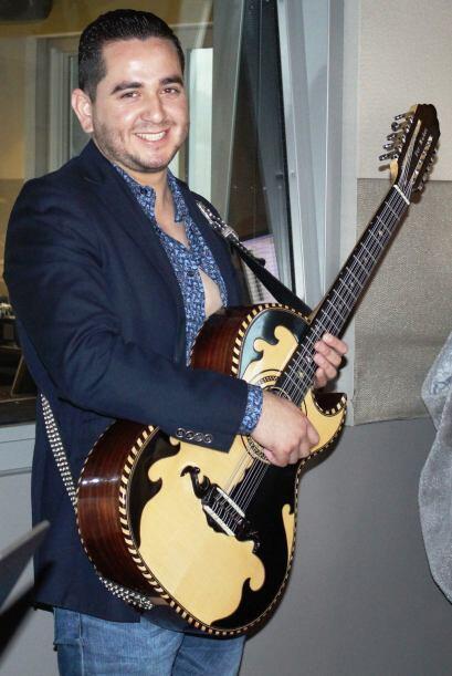 """El guitarrista andaba bien """"bling bling""""."""
