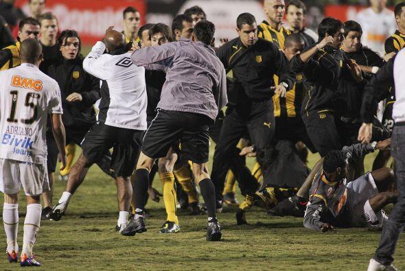 Más violencia en el fútbol, para variar. Fue en la final d...