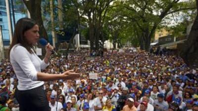 María Corina Machado ofreciendo un discurso durante las marchas en contr...