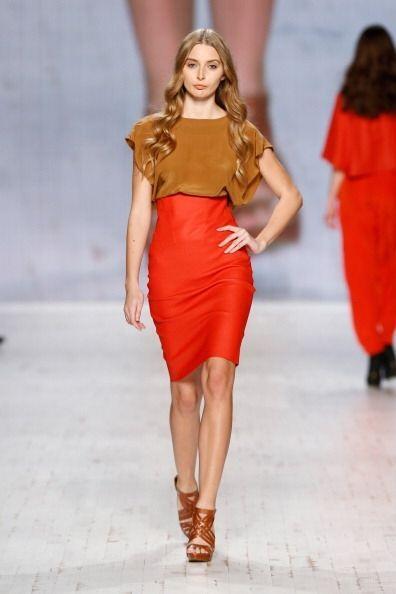Las faldas que te harán lucir mejor y mucho más estilizada y alta son la...