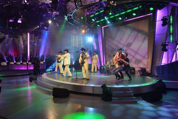 El Conjunto Río Grande cantó una versión norteña de 'Los infieles', de R...