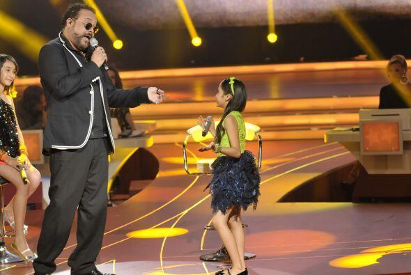 El cantante cubano disfrutó cada momento con las pequeñas.