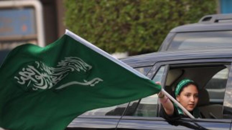 El príncipe heredero de Arabia Saudí, Sultán bin Abdel Aziz, que recibía...