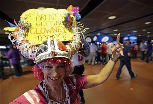 La afición de los Texanos entusiasmada con la llegada de Clowney (AP-NFL)