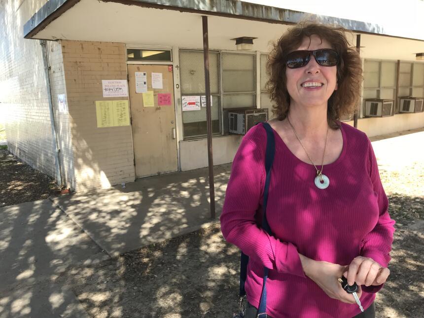 Hispanos en Texas explican por qué votan en las primeras primarias del 2...