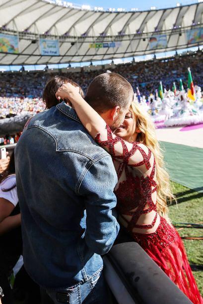 ¡Uno! Shakira no soltaba a su macho por nada del mundo.