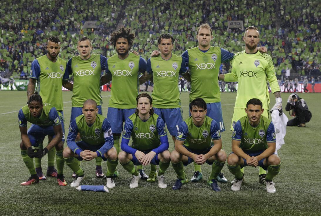 Los colores del fútbol en Seattle en la MLS GettyImages-625225594.jpg
