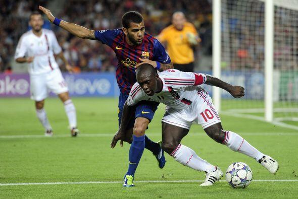 El interminable jugador holandés, Seedorf, luchó contra todos los barcel...