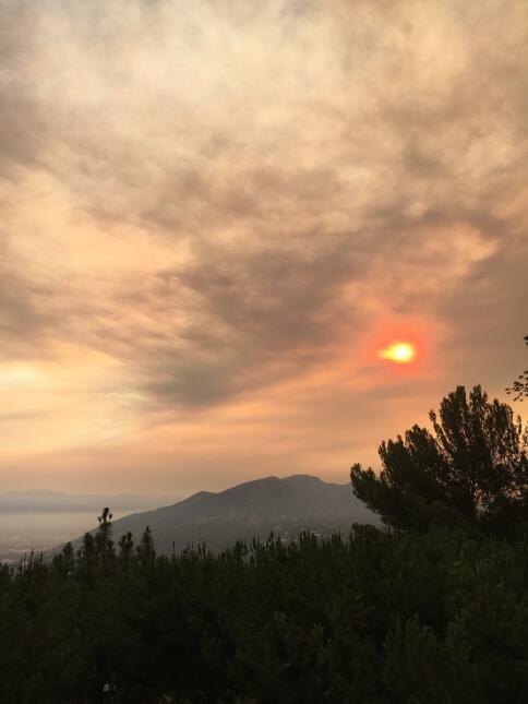 El incendio en Santa Clarita que se ve desde Los Ángeles inició la tarde...