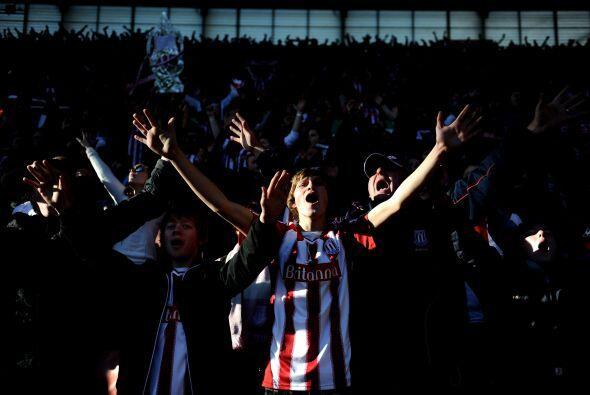 La afición del Stoke City cataba de felicidad.