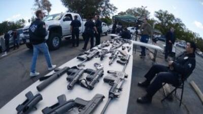 Miles de personas entregaron armas de fuego a cambio de tarjetas de un s...