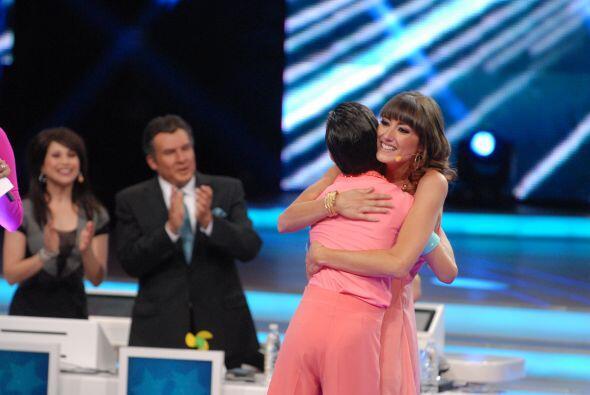La jueza le agradeció con un gran abrazo por la pieza de baile y todos a...