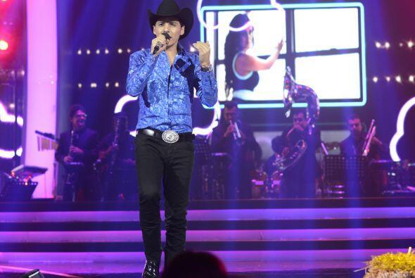 Para la gala 5, le tocó interpretar uno de los temas de Larry Hernández.