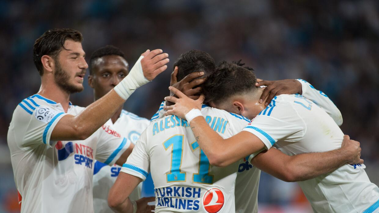 El Olympique consiguió sus primeros tres puntos al golear 6-0 al Troyes.