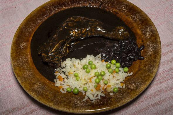MOLE POBLANO- El mole poblano siempre será acompañado con un arroz blanc...