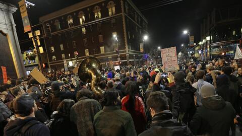 Manifestantes tomaron calles del centro de Berkeley.