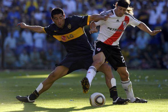 Este superclásico encuentra a River Plate y Boca Juniors en tiemp...
