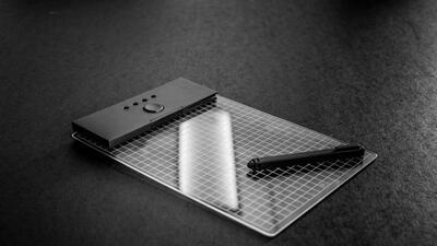 Gravity consiste en una tableta, un lápiz digital y unas gafas de realid...