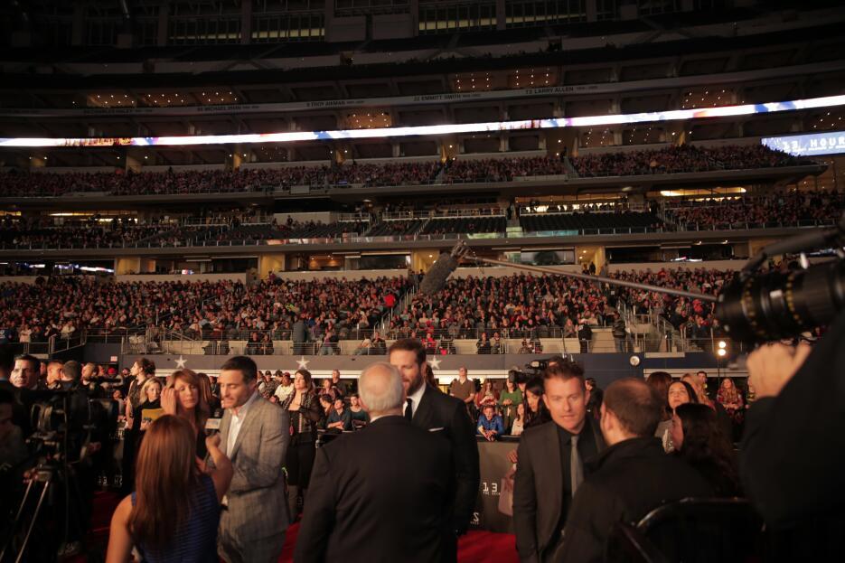 Película se proyectó en el AT&T Stadium en Arlington ante más de 25 mil...