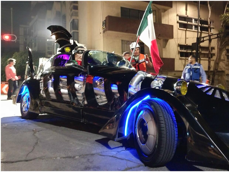 Se suma otro superhéroe a la ayuda por México: Un 'Batman'...
