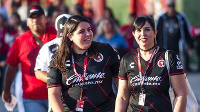 Los fanáticos de Xolos y Pachuca calientan el ambiente previo al juego en Tijuana
