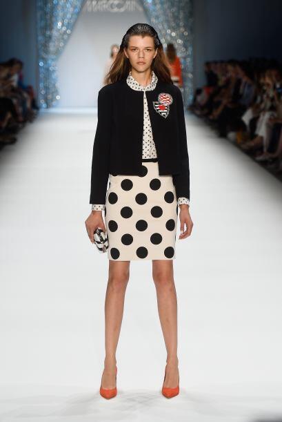 Elije una falda blanca con lunares negros y únete a la tendencia del 'bl...