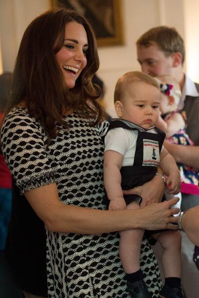 George acudió con sus padres a una reunión en la casa del Gobernador en...