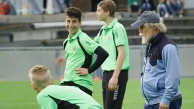 El futbolista suizo se disfrazó como un anciano