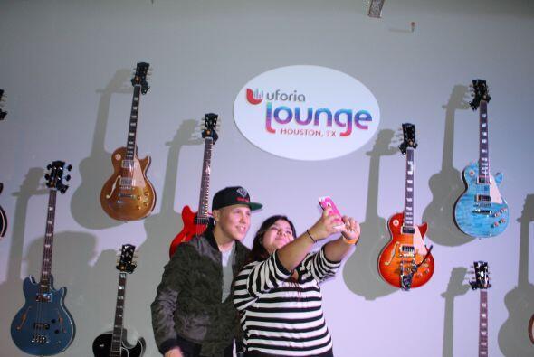Durante su presentación en el Uforia Lounge, Jonatan Sanchez se dio tiem...