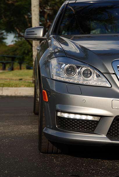 El S63 AMG marca la vanguardia en cuanto a seguridad, comfort y comporta...