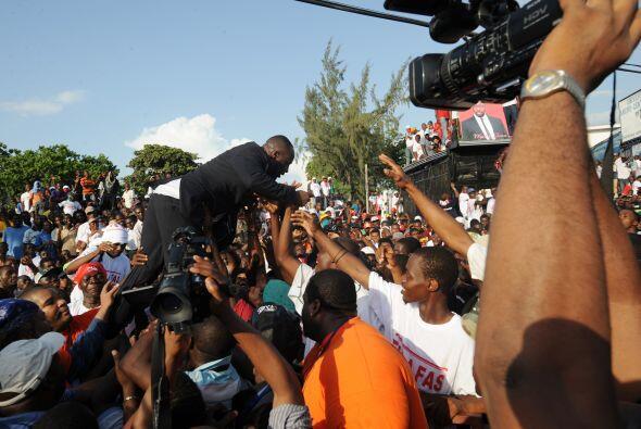 Sus seguidores desbordaron apoyo para el candidato presidencial que divi...