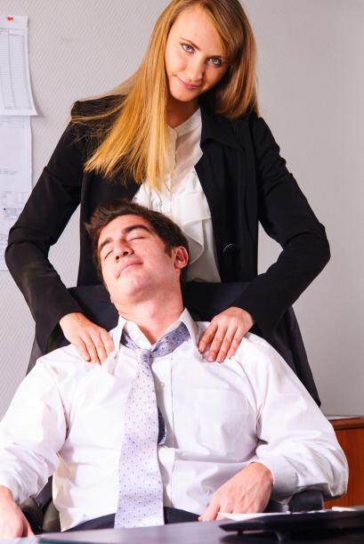 Aplica el masaje que tan bien nos hace cuando estamos tensos, con las ma...